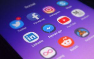 Facebook закроет функцию перевода денег в мессенджере
